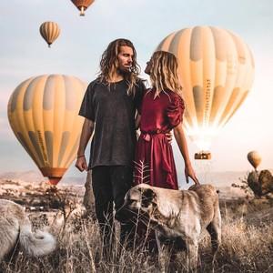 Romantisnya Lamaran Sepasang Selebgram Berlatar Ratusan Balon Udara