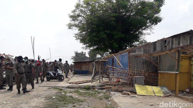 Penertiban bangunan liar di Kabupaten Bekasi, Selasa (13/11/2018)