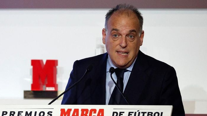 Soccer Football - Marca Football Awards - Convent Dels Angels, Barcelona, Spain - November 12, 2018   La Liga President Javier Tebas during the awards   REUTERS/Albert Gea