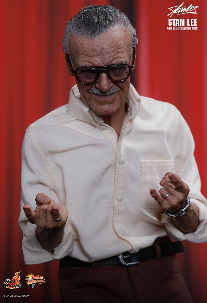 Action Figure Stan Lee yang paling terkenal adalah yang diproduksi dari dua produsen action figure populer seperti Hot Toys dan Funko Pop. Istimewa/Dok. Hot Toys.