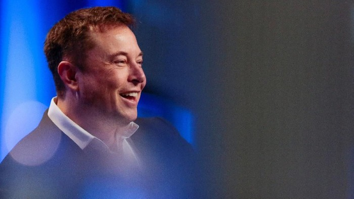 Tesla and SpaceX CEO Elon Musk smiles during a fireside chat at the National League of Cities (NLC) 2018 City Summit in Los Angeles, California, U.S. November 8, 2018. REUTERS/Kyle Grillot