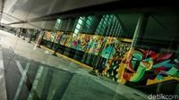 Tak hanya para tokoh, mural lainnya tampil dengan warna-warni sanggup memanjakan mata.