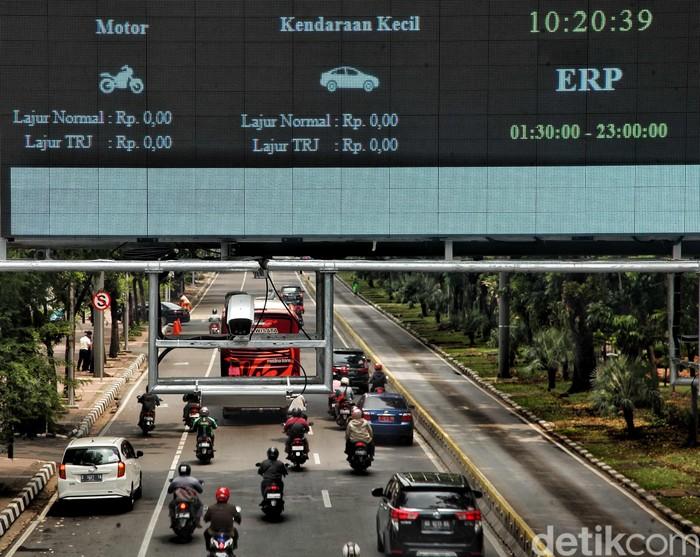 Pemprov DKI Jakarta akan menerapkan sistem jalan berbayar atau electronic road pricing (ERP). Motor direncanakan dilarang melintas jalur ERP.