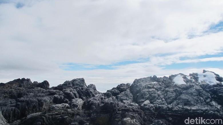 Pegunungan Jayawijaya tempat es abadi Indonesia (Afif Farhan/detikTravel)