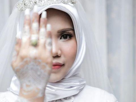 Viral Potret Wanita 'Menikah' Sendirian, Calon Suami Jadi Korban Lion Air