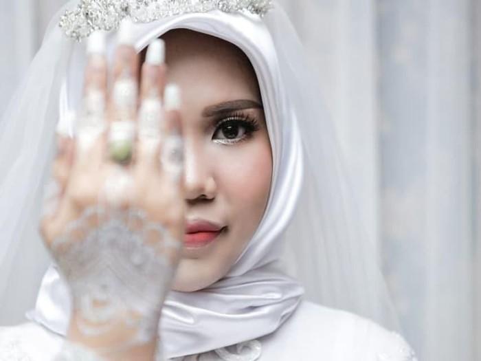 Pernikahan Intan Indah Syari batal terlaksana karena calon suami korban Lion Air. Foto: Instagram/intansyariii