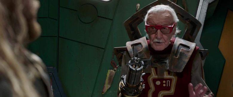 Berikut salah satu penampilan Stan Lee di salah satu adegan Thor: Ragnarok. Foto: (imdb.)