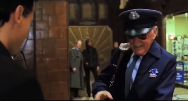 Dalam film Fantastic Four yang rilis tahun 2005, Stan Lee tampil sebagai petugas pos yang mengantarkan paket. Settingnya bertempat di Louisiana, Amerika Serikat (Marvel Entertainment)