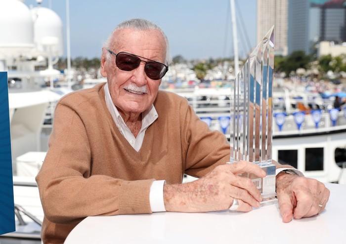 Penulis komik legendaris Marvel, Stan Lee, pada Senin (12/11) lalu dikabarkan meninggal dunia. Belum jelas apa penyebab kematiannya, namun ia disebut mengidap pneumonia sebelum meninggal. Foto: Rich Polk/Getty Images for IMDb