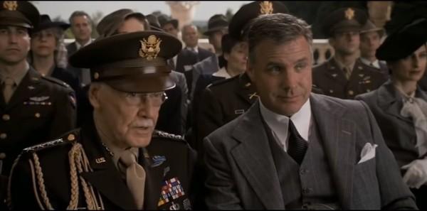 Di Film Captain America: The First Avenger, Stan Lee juga muncul sebagai salah satu veteran perang yang ikut hadir menantikan Captain America. Konon sebagain besar settingnya ada di Inggris (Marvel Studios)