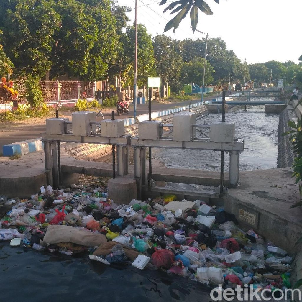Gencarkan Kali Bersih, Sungai di Situbondo Ini Malah Dipenuhi Sampah