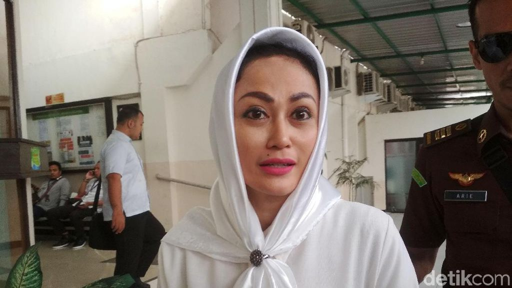 Sisca Dewi Ciptakan Lagu Pangeran Surga untuk Irjen Pol BS