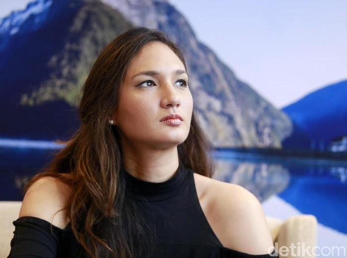 Nadine Chandrawinata dan Dimas Anggara saat ditemui di kawasan Kebayoran Lama.