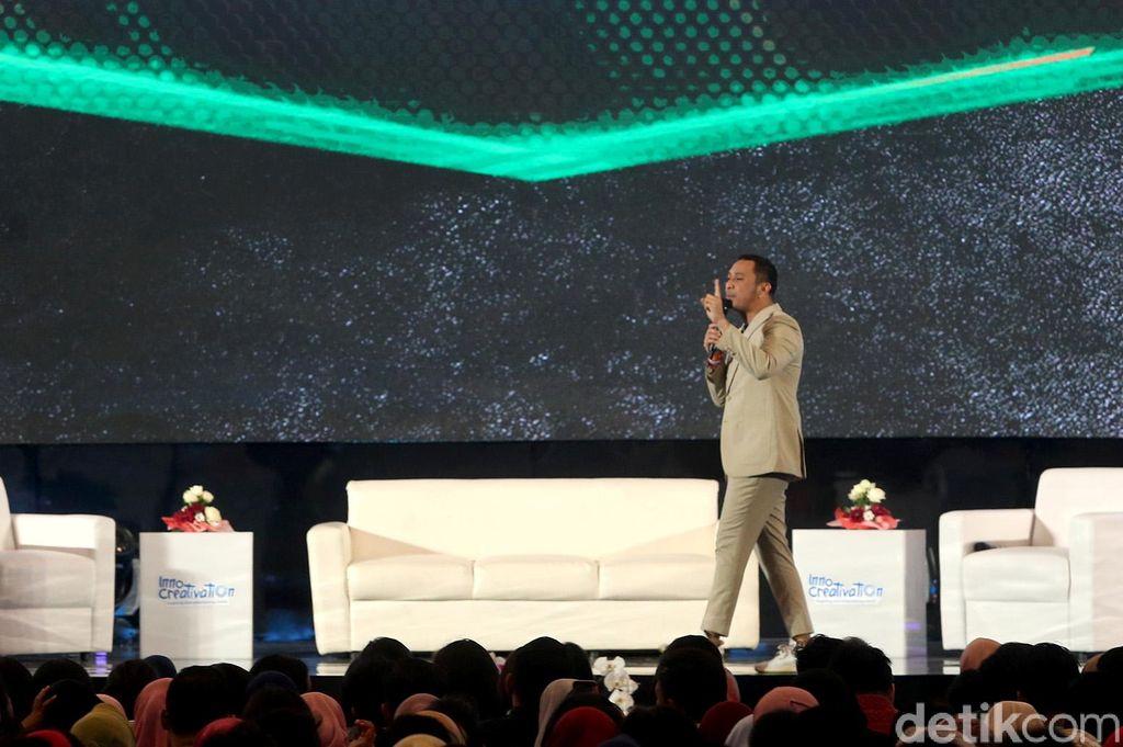 Giring Ganesha menjadi salah satu pembicara yang hadir dalam gelaran Innocrativation yang diselenggarakan di Grand City, Surabaya, Rabu (14/11/2018).