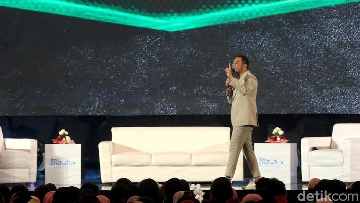 Giring Ganesha turut hadir sebagai pembicara dalam gelaran Innocreativayion di Surabaya. Dengan bersemangat Giring memaparkan potensi olahraga e-sports.