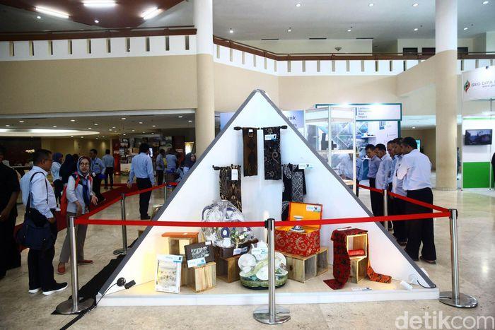 Saat ini barang-barang gratifikasi dari KPK digelar di gedung Dhanapala, Jakarta, Rabu (14/11/2018).