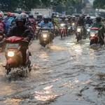 Berapa Batas Kecepatan Ideal Motor Saat Berkendara di Kondisi Hujan?