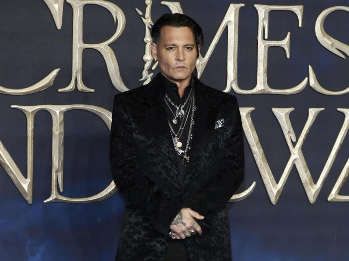 LONDON, ENGLAND - NOVEMBER 13: Johnny Depp attends the UK Premiere of Fantastic Beasts: The Crimes Of Grindelwald at Cineworld Leicester Square on November 13, 2018 in London, England. (Photo by John Phillips/Getty Images)