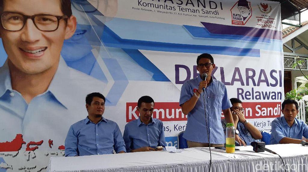 Sandiaga: Tak Masuk Akal Kami Cetak Poster Raja Jokowi