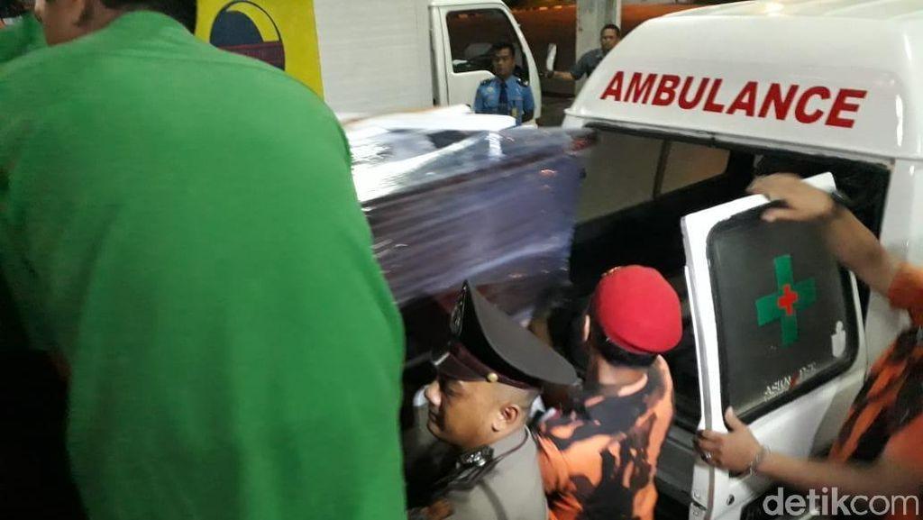 Jenazah Korban Pembunuhan Satu Keluarga di Bekasi Tiba di Medan
