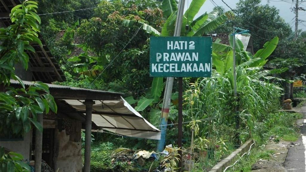 Ada Rambu Hati-hati, Prawan Kecelakaan di Pasuruan