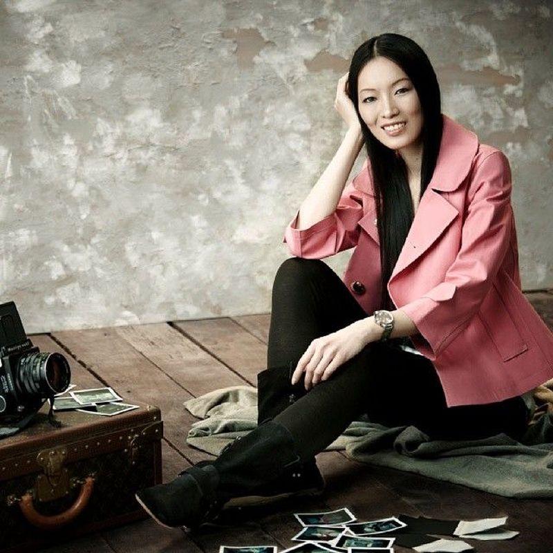 Inilah Ling Tan, supermodel kelahiran Kuala Lumpur, Malaysia. Wanita 44 tahun ini adalah supermodel pertama dari Asia Tenggara. Kekayaannya sekitar 242 juta Ringgit (setara Rp 857 miliar). (Instagram/@lingtan_)