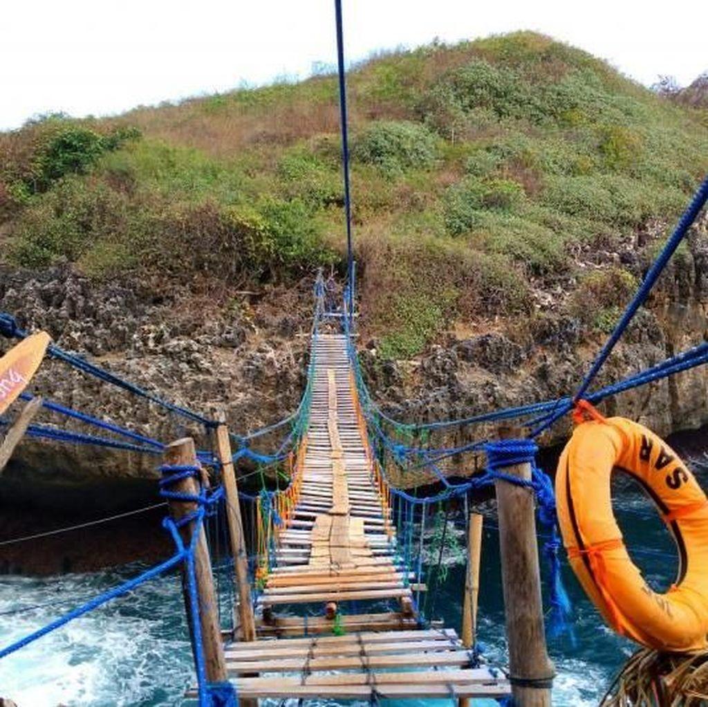 Jembatan Gantung Pulau Kalong yang Bikin Deg-degan