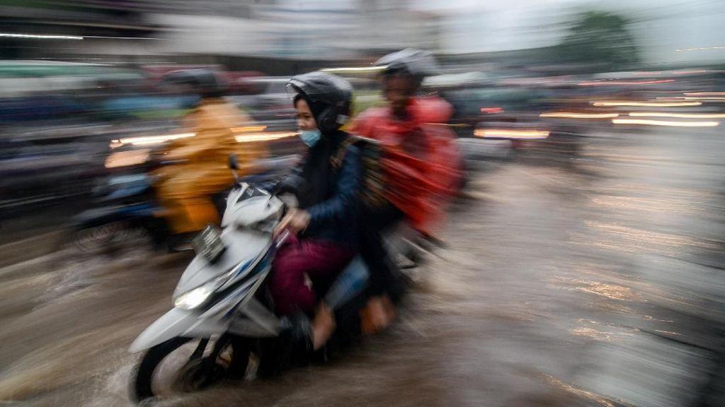 Ini Tekanan Ban Ideal Motor Saat Musim Hujan