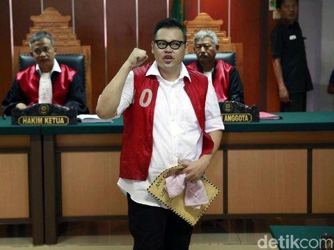 Reza Bukan saat sidang di PN Jakarta Barat.