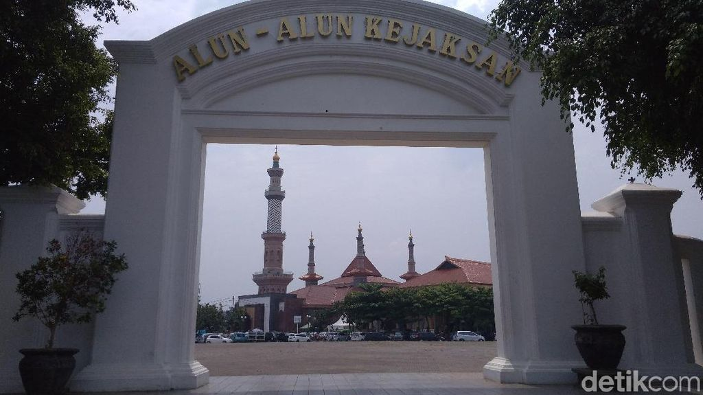 Ridwan Kamil akan Poles Alun-alun Kota Cirebon Lebih Ciamik