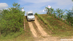 Menjajal Mobil Pekerja Mitsubishi