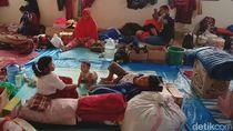 Melihat Aktivitas di Pengungsian Banjir Bandung