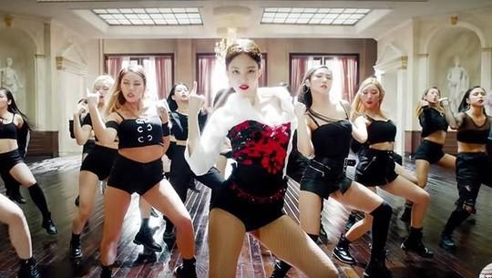 Gaya dan Penampilan Jennie BLACKPINK di Video Klip Solo