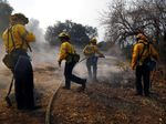 Petugas Damkar Terus Berjibaku Padamkan Api di California