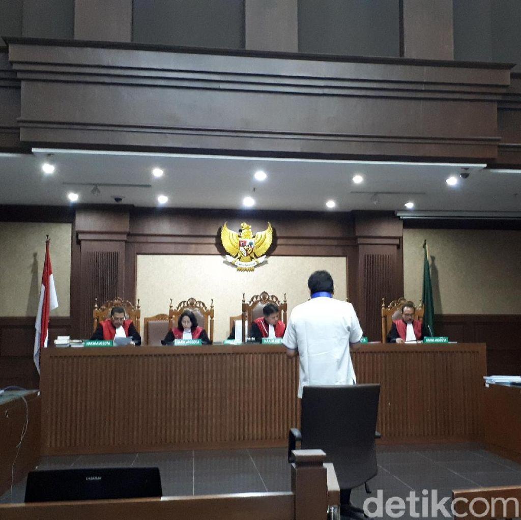 Sambil Berdiri di Depan Hakim, Lucas Bantah Larikan Eddy Sindoro
