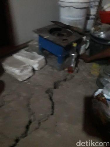 Longsor bikin tanah retak di rumah warga Lamongan/