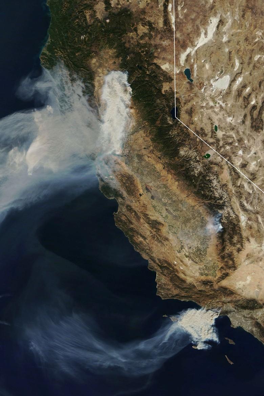 Potret Kebakaran California yang Tewaskan 42 Orang dari Satelit NASA