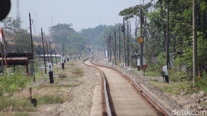 Ilustrasi Rel Kereta Api (Foto: Suparno)