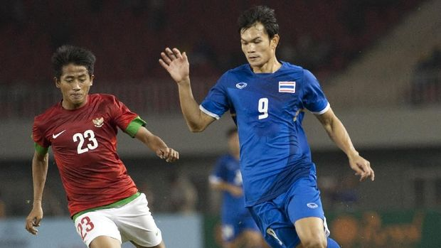 Adisak Kraisorn berhadapan dengan Timnas Indonesia U-23 di SEA Games 2013.