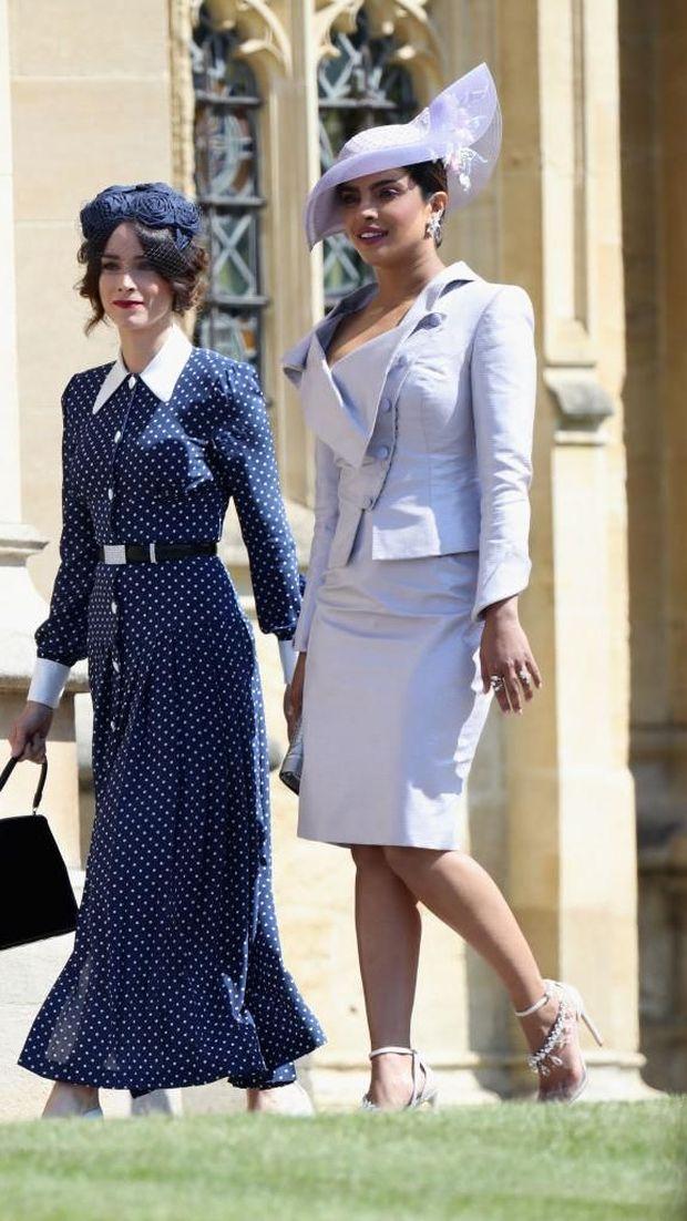 Aktris Abigail Spence dan Priyanka Chopra di pernikahan Meghan Markle dan Pangeran Harry.