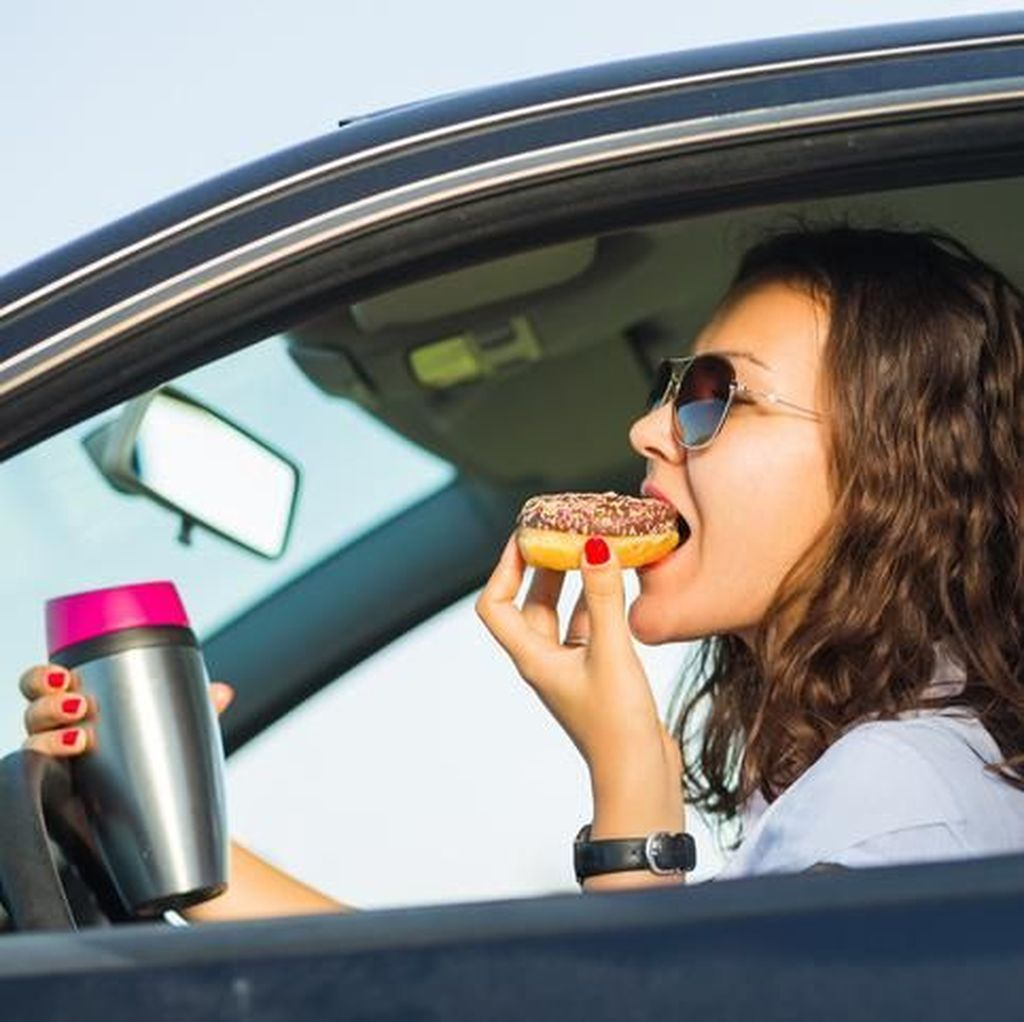Kebiasaan Makan di Mobil Jadi Alasan Cerai Banyak Pasangan di Malaysia