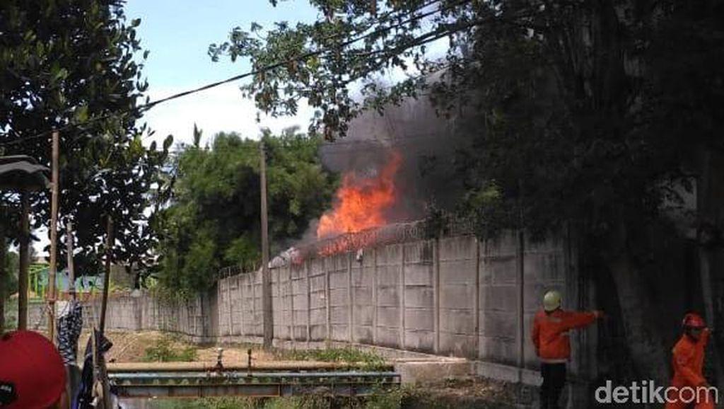 Gudang PT Lion Wing di Cakung Terbakar, 5 Mobil Damkar Dikerahkan