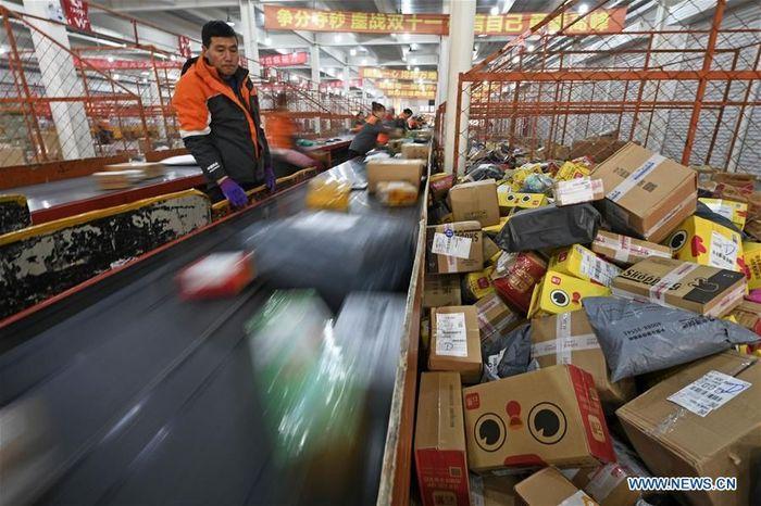 Data dari Kantor Pos Negara China menunjukkan lebih dari 1,35 miliar paket dihasilkan selama belanja besar-besaran pada platform e-commerce utama pada 11 November 2018. Istimewa/Dok. Xinhuanet.
