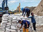 DKI Siapkan 11 Ribu Karung Pasir untuk Antisipasi Banjir