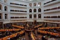 Ini adalah ruangan paling ikoniknya, sekaligus tempat membaca atau bekerja (Shinta/detikTravel)