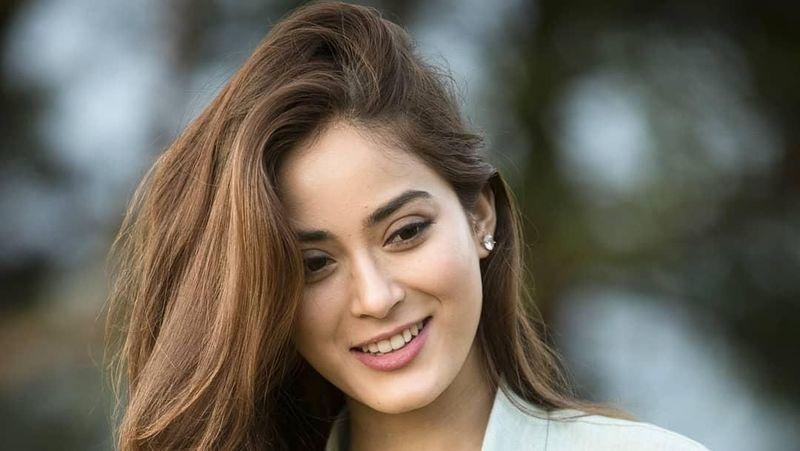 Kenalkan, ini Shrinkala Khatiwada Miss Nepal 2018 yang kecantikannya viral di media sosial. Shrinkala akan berlaga di ajang Miss World 2018 yang digelar di Sanya, China pada 8 Desember mendatang. (Instagram/@shrinkala_)