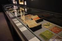 Bukan cuma perpustakaan, tetapi juga ada beberapa benda bersejarah yang menceritakan masa lalu Australia (Shinta/detikTravel)
