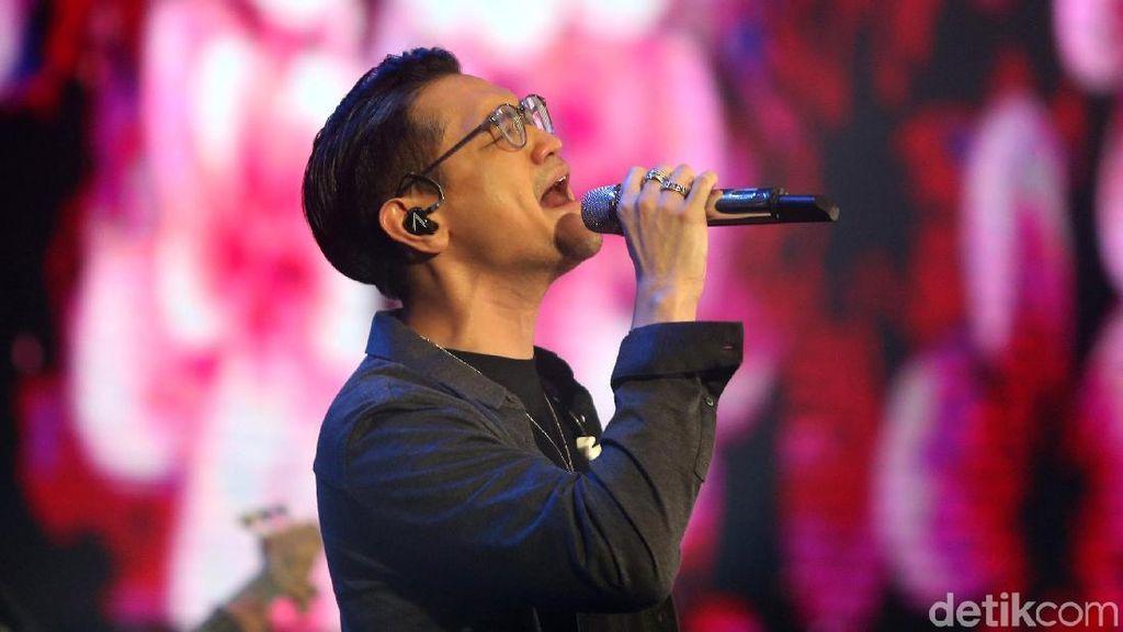 Afgan Tampil Energik, Rossa Ajak Penonton Nyanyi Bareng