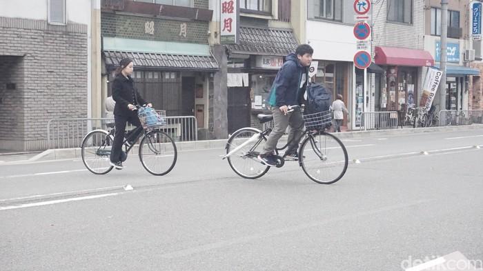 Sepeda adalah salah satu transportasi yang sering dipilih warga Negeri Sakura. (Foto: detikHealth)