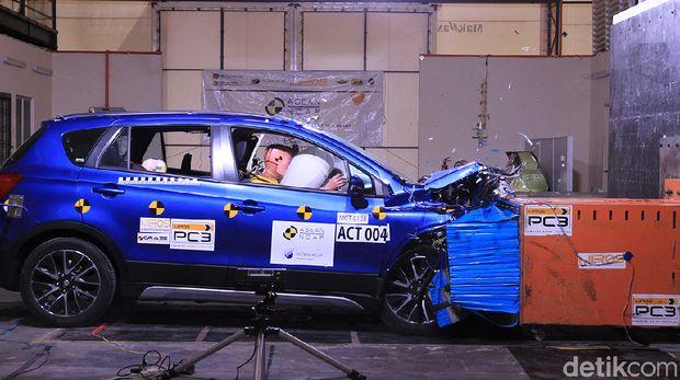 Adu Tabrak Mobil SUV Seperti CR-V, Rush, Mana yang Paling Oke?